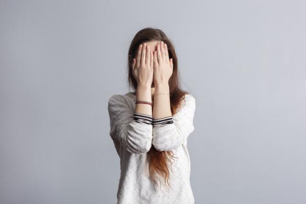 Por qué sentimos vergüenza ajena - Cómo superar la vergüenza ajena