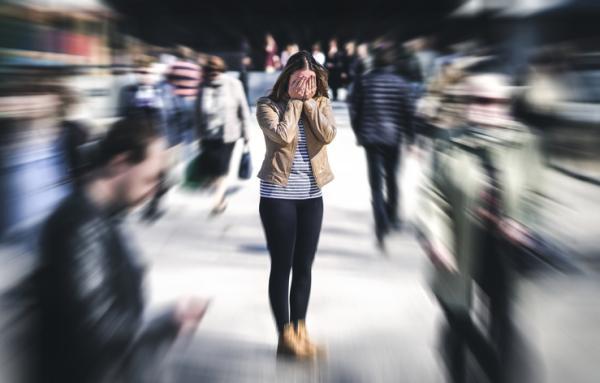 Miedo a la multitud o enoclofobia: síntomas, causas y tratamiento - Síntomas de la enoclofobia o miedo a las multitudes