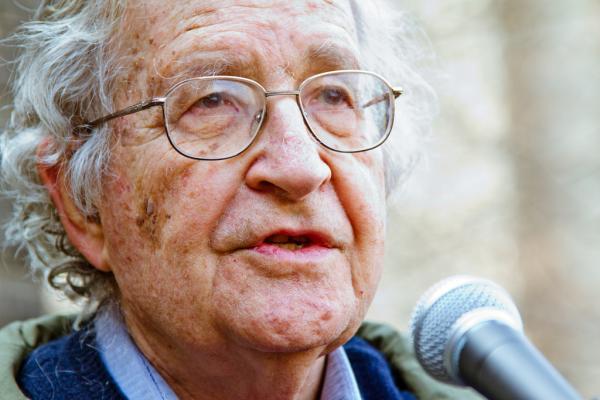 Noam Chomsky y la teoría del lenguaje
