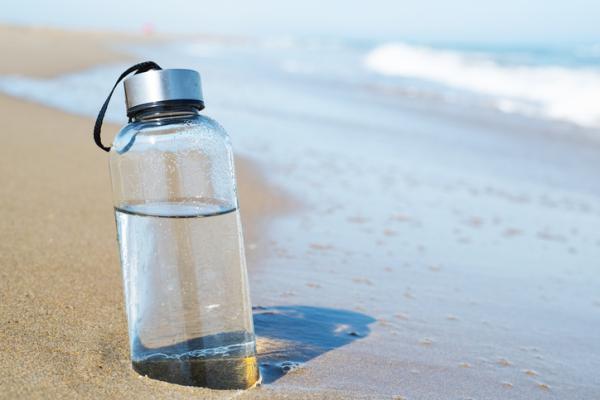 Comer sano en verano: ideas y consejos psicológicos - Beber agua