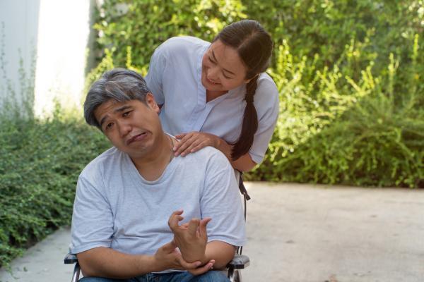 Hemiparesia: qué es, síntomas, tipos, causas y tratamiento