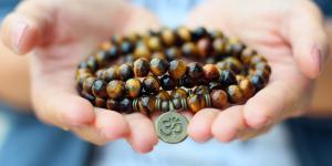 Cómo elegir tu pulsera mala para encontrar tu paz interior y confiar en tu intuición