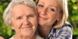 Cómo ayudar a personas mayores