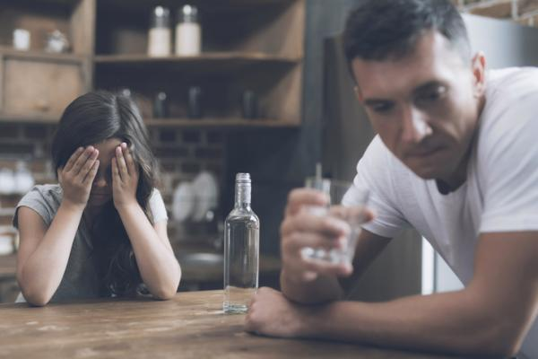 Cómo ayudar a un amigo alcohólico - Problemas con el alcohol: soluciones