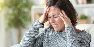 Ansiedad y dolor de cabeza: relación entre ellos y cómo calmarlos