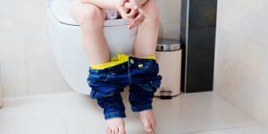 Enuresis secundaria en niños: causas psicológicas