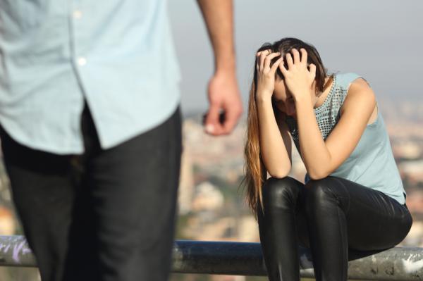 Cómo actuar cuando un hombre se aleja de ti - Qué no debes hacer cuando un hombre se está alejando