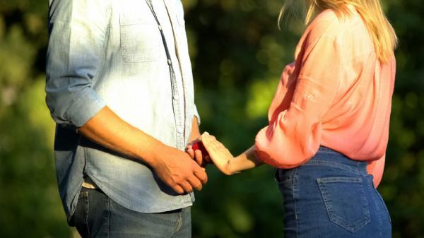 Cómo enamorar a una persona que no quiere compromisos