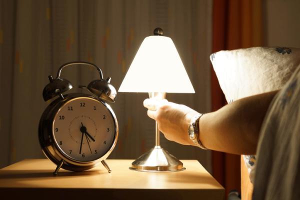Nictofobia: qué es, síntomas, causas y tratamiento