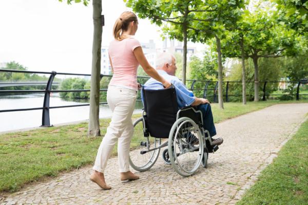 Síndrome del cuidador: qué es, síntomas, fases y tratamiento