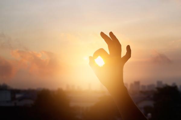 Características de personas optimistas y pesimistas - ¿Cómo actúa una persona optimista?