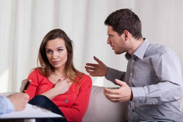 Gaslighting o luz de gas según la psicología - Ejemplos de gaslighting en la pareja