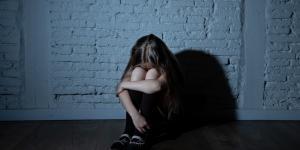 Trauma complejo: qué es, síntomas, criterios y tratamiento