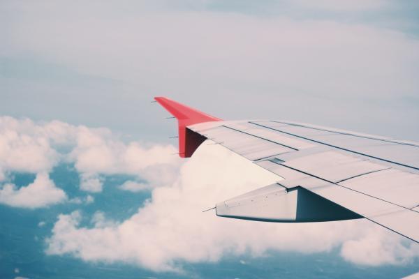 Qué significa soñar que vuelas - Significado de soñar que vuelas en un avión
