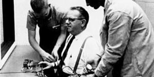El experimento de obediencia a la autoridad de Stanley Milgram
