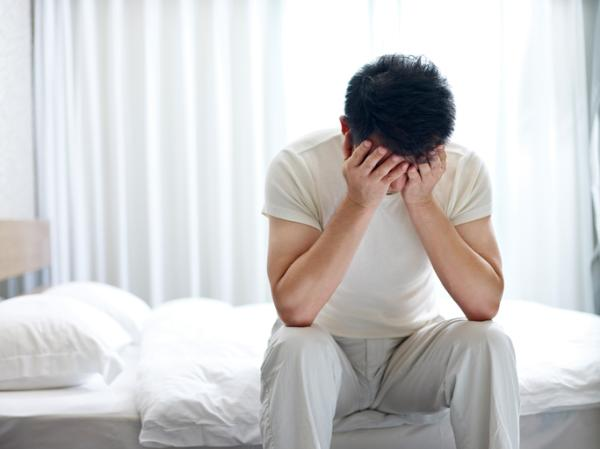 Cómo curar la enuresis nocturna en adultos - Causas físicas de la enuresis nocturna en adultos