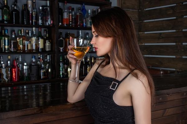 Orientaciones a familiares y pasos terapéuticos para ayudar al alcohólico - Cómo ayudar a un familiar alcohólico: comentarios previos