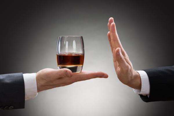 Orientaciones a familiares y pasos terapéuticos para ayudar al alcohólico - Etapas que sigue una familia y síntomas de una persona alcohólica