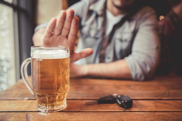Orientaciones a familiares y pasos terapéuticos para ayudar al alcohólico - Terapias y tratamiento psicológico para alcohólicos