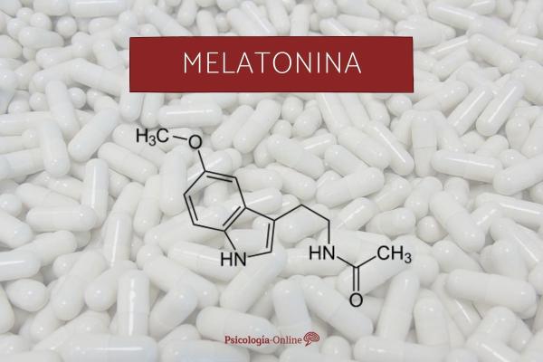 Melatonina para dormir: dosis, contraindicaciones y alimentos