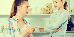 Mi madre me hace chantaje emocional: por qué y qué hacer