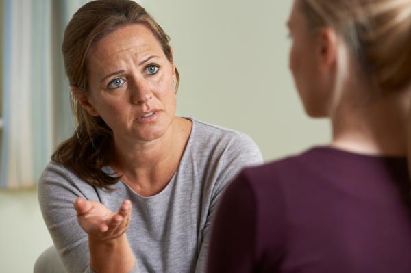 Mi madre me hace sentir culpable: ¿qué hago? - Intenta comprender a tu madre