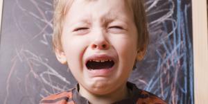 Qué hacer si mi hijo no quiere ir al colegio