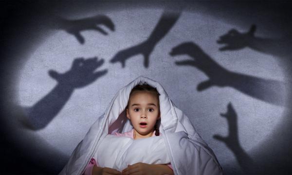 Mi hijo tiene miedo a dormir solo: ¿qué hago?