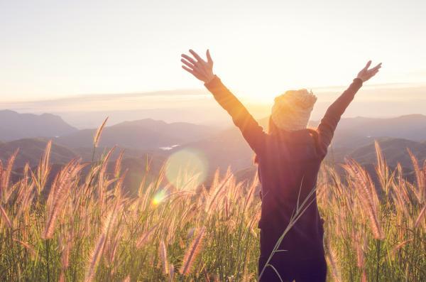Qué es la felicidad según la filosofía y cómo alcanzarla