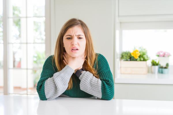 Fagofobia o miedo a atragantarse: síntomas, causas y tratamiento