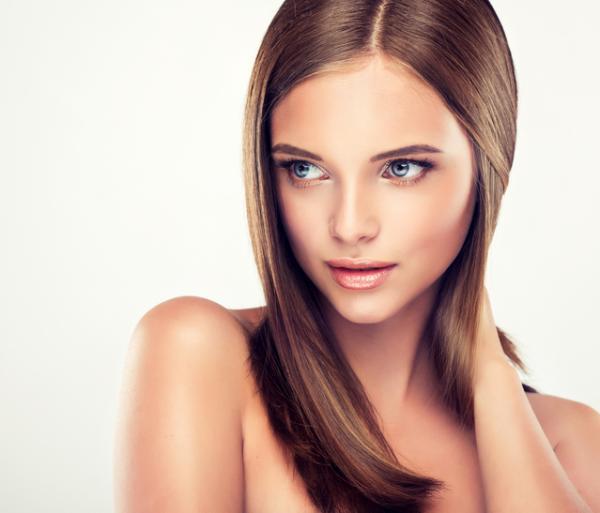 Qué significa cuando una mujer se toca el pelo - 4 posibles significados de que una mujer se toque el pelo