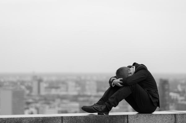 Depresión mayor: criterios DSM-V, síntomas, causas y tratamiento