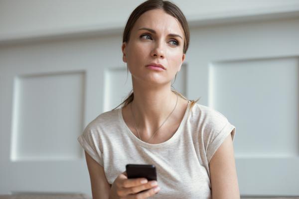Motivos por los que no espiar el móvil de tu pareja