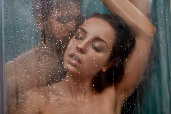 Cómo sorprender a tu pareja en la cama - Baño juntos