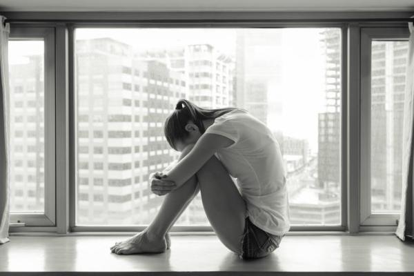 Serotonina baixa: sintomas e remédios naturais