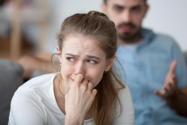 Meu namorado me xinga quando está nervoso: o que fazer