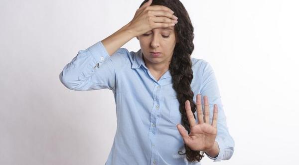 Sintomas de ansiedade e nervosismo no estômago