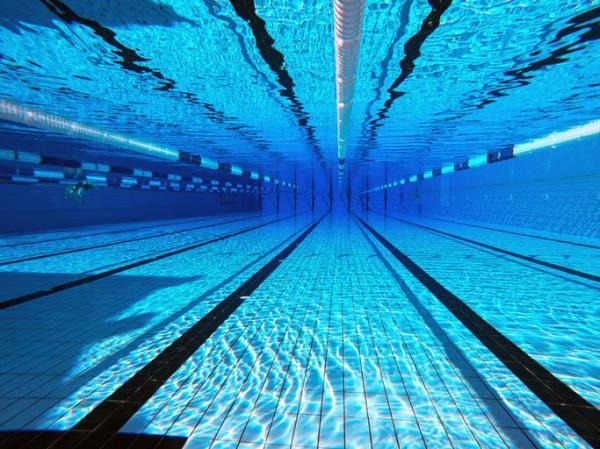 O que significa sonhar com piscina