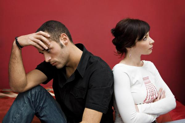 Como superar a desconfiança no relacionamento - Por que você desconfia de seu(sua) companheiro(a)?